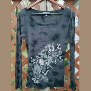 VINTAGE SUZIE Gray Paisley Floral Fitted Tee